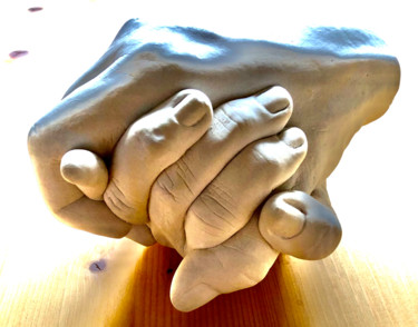 Loving Hands - Sculpture made of Alabaster